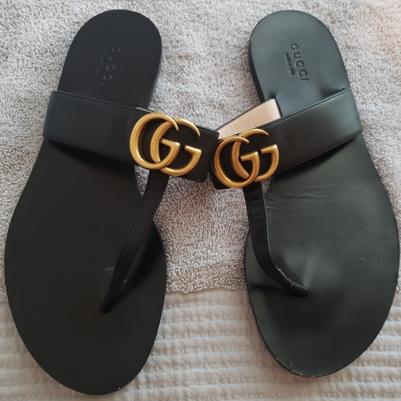 Gucci Shoes - Leather thong sandal with Double G